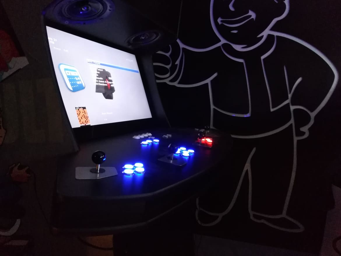 Custom 4 player arcade machine - AES-32